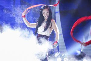 Hồng Nhung hát 'Bùa yêu' bị chê: Diva sao chẳng giữ mình?