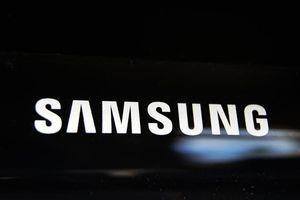 Lãnh đạo Samsung hé lộ smartphone có thể gập lại sẽ ra vào tháng 11 tới