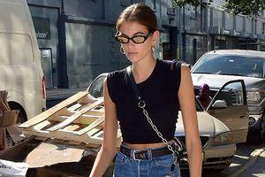 Con gái Cindy Crawford diện đồ cá tính đi dạo phố ở New York