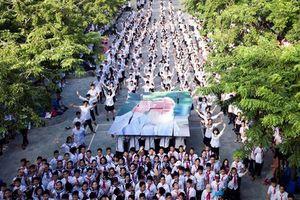 Giáo viên, học sinh trường Lương Thế Vinh thổn thức trước tâm nguyện của cố PGS Văn Như Cương