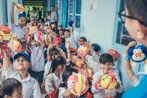 Hàng nghìn bánh trung thu tặng trẻ em nghèo ở miền Tây bị tạm giữ