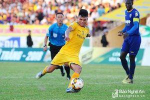 Vừa trở về từ ASIAD, sao U23 Việt Nam gặp chấn thương nặng khi đá Cup Quốc gia
