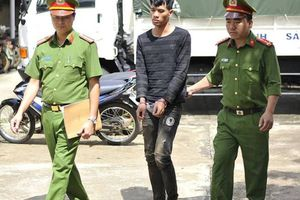 Hàng chục cảnh sát vây bắt nghi phạm cướp tiệm vàng
