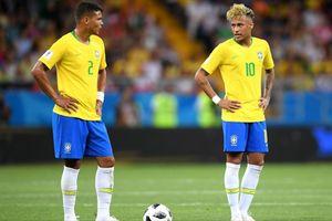 Lúc này Neymar mới chính thức làm đội trưởng của tuyển Brazil