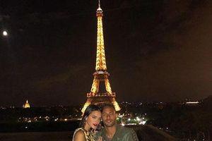 Bạn gái Neymar trổ tài chơi bóng khiến fan thích thú