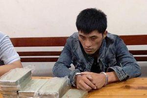Bắt đối tượng ngoại quốc vận chuyển 10 bánh heroin, 1kg ma túy đá