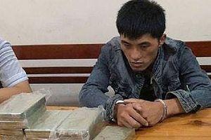 Phát hiện bắt giữ đối tượng vận chuyển 10 bánh heroin và 1kg ma túy đá
