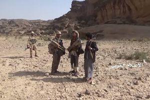 Chiến binh Houthi phóng tên lửa chống tăng hủy diệt thiết giáp M2A2 Bradley Mỹ