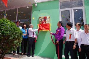 CĐ Dệt May VN gắn biển công trình chào mừng Đại hội XII CĐVN cho Trường Mầm non Cty May Đáp Cầu