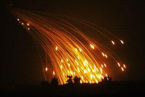 Sợ mất Deir Ezzor, Mỹ không kích Syria bằng bom phốt pho trắng?