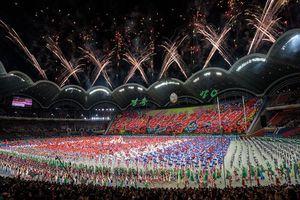 Ông Kim Jong-un cùng vợ xem lễ hội 'Biển người' mừng quốc khánh