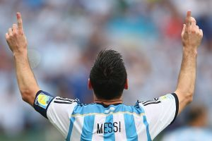 Messi và tuyn Argentina: Hay là treo mãi áo s 10?