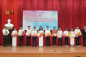 Vinh danh 11 thủ khoa Đại học Huế