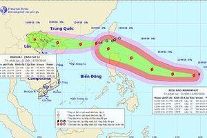 Bão số 5 tiến gần đảo Hải Nam, siêu bão Mangkhut sắp vào Biển Đông