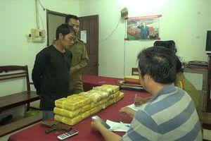 Bất ngờ triệt hạ 'ông trùm' người Lào vận chuyển hơn 10 vạn viên ma túy