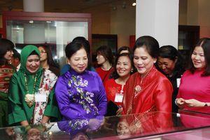 Phu nhân Chủ tịch nước và Phu nhân Tổng thống Indonesia thăm Bảo tàng Phụ nữ Việt Nam