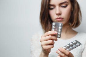 Sai lầm nguy hiểm khi uống thuốc hàng ngày nhiều người mắc phải