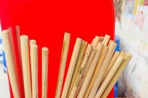 Không chỉ tái sử dụng, nhiều quán ăn vỉa hè đũa dùng một lần còn 'mốc xanh, mốc đỏ'