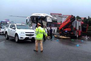 Vụ xe khách đâm xe chữa cháy trên cao tốc: Quyền ưu tiên không phải là quyền miễn lỗi