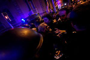Bạo lực bùng phát ở Catalonia