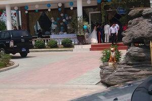 Xe công nườm nượp đưa đón quan chức dự tiệc cưới gây xôn xao làng quê