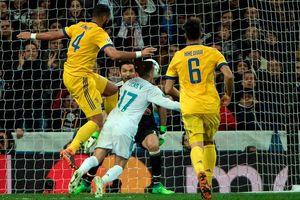 Real có xứng đáng hưởng penalty phút bù giờ?