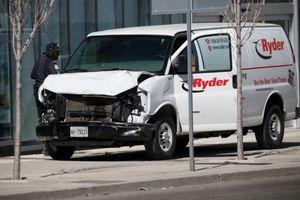 Nghi khủng bố tại Canada: 10 người thiệt mạng trên đường