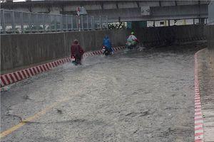 Hai hầm chui ở Sài Gòn ngập nặng sau cơn mưa lớn
