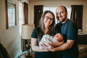Kỳ lạ bà mẹ sinh 1 đứa con tới 2 lần