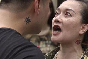 Sốt vì nghệ sĩ Vân Dung hóa bà trùm xăm trổ úp mở 'Người phán xử tiền truyện'
