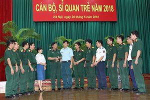 Sĩ quan trẻ kiên định, xung kích