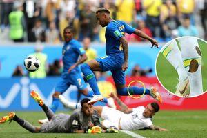 Neymar lại đi tất rách, khóc nức nở khi Brazil thắng trận