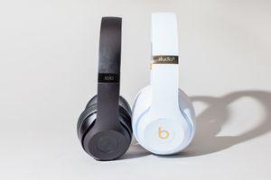 Apple sắp tung AirPods 2 và một tai nghe trùm đầu cao cấp