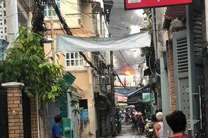 Cháy dữ dội gần chợ Hòa Hưng, nhiều người hoảng loạn tháo chạy