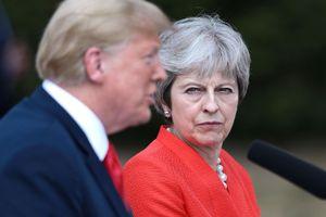 TT Trump khuyên bà May khởi kiện EU