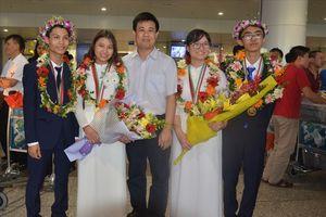 Đoàn Olympic Sinh học rực rỡ trở về Việt Nam với thành tích số 1 thế giới