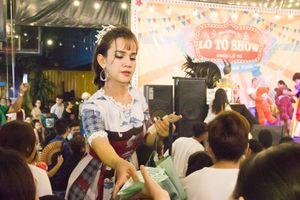 Nữ ca sĩ chuyển giới Yumi kể chuyện nghề, hát lô tô chuyên nghiệp