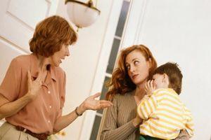 'Mâu thuẫn giữa tôi và mẹ chồng ngày càng lớn khi con ra đời'