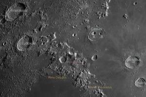 Xôn xao cụm hố núi lửa quái đản trên Mặt trăng