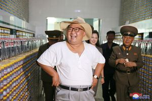 Phong cách thời trang hiếm thấy của ông Kim Jong-un