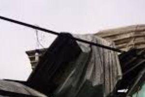Cà Mau: Giông lốc làm sập nhà, hai bà cháu tử vong thương tâm