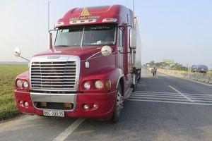 5 kỹ năng vàng giúp chạy xe an toàn khi gặp container