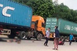 Va chạm với xe container, 2 anh em ruột thương vong trong ngày giỗ mẹ