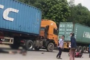 Tin tức tai nạn giao thông nóng nhất 24h: Va chạm với container, 2 anh em ruột thương vong đúng ngày giỗ mẹ