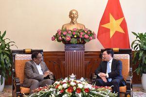 Phó Thủ tướng Phạm Bình Minh tiếp Thứ trưởng Ngoại giao Bangladesh