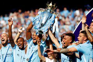 Lan tỏa niềm tin chiến thắng cùng 2 cúp bóng đá Anh