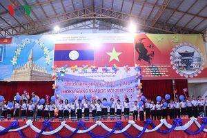 Thầy trò trường song ngữ Lào – Việt Nam Nguyễn Du nô nức đón chào năm học mới