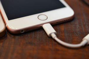 Apple hết miễn phí jack chuyển đổi âm thanh trên iPhone mới