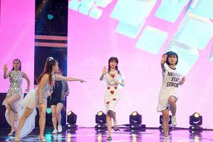 Hari Won mang dép lê tập nhảy hit của T-ara