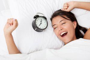 Ngủ dậy quá sớm không phải là thói quen tốt